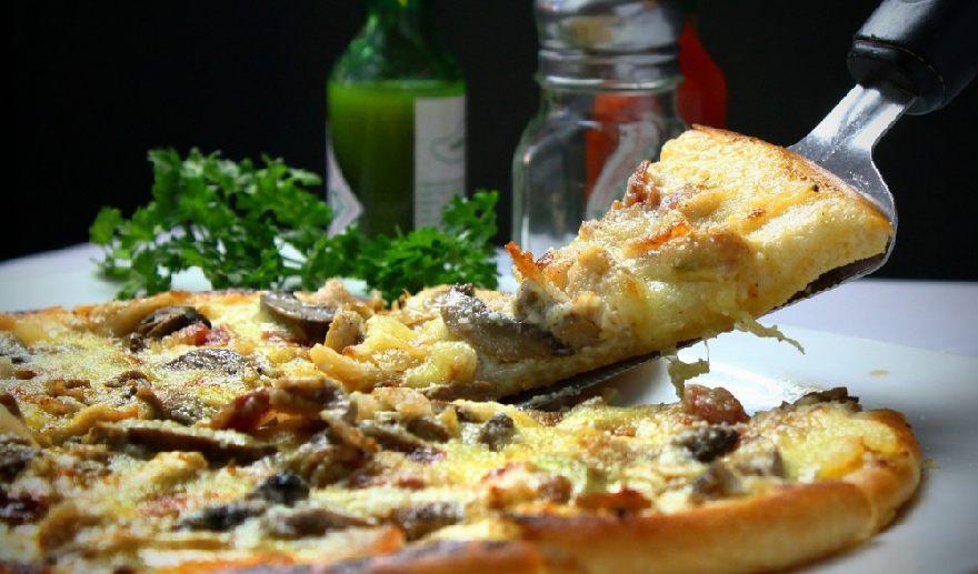 Pizzeria Pepone in Halle an der Saale mit leckerer knuspriger Pizza und schnellen Lieferservice.